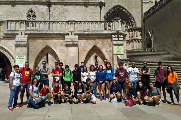 Foto de grupo de los 28 azudenses que han participado en el 'Verano Surfero 2017'. Foto: Ayuntamiento de Azuqueca de Henares.