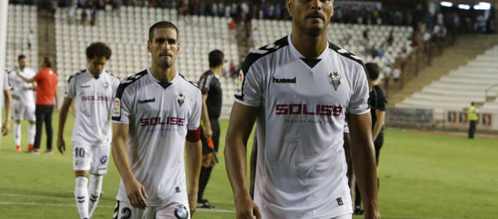 Paseo militar del Córdoba en el Carlos Belmonte ante un Alba despistado (0-3)