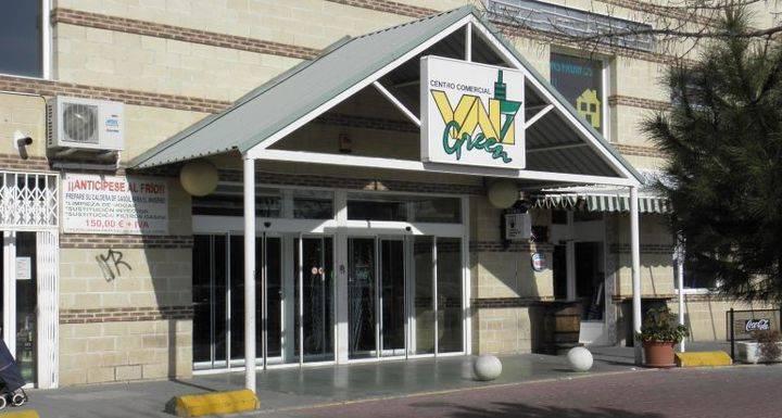 Desalojado un centro comercial de Villanueva de la Torre por un pequeño incendio