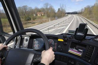Un transportista de mercancías peligrosas que triplicaba la tasa de alcoholemia es 'pillado' en la A2 a la altura de Muduex