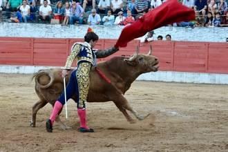 La Alcarria tiene un torerazo : Curro de la Casa, puerta grande en Sacedón