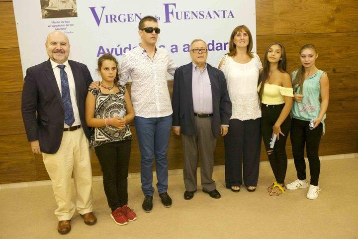 La Fundación Virgen de la Fuensanta clausura sus cursos de verano y entrega sus becas anuales