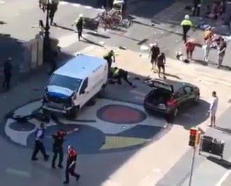 Al menos 13 muertos y 100 heridos (15 de ellos graves) en el atentado terrorista de Barcelona