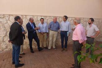 Latre visita las instalaciones del Complejo Príncipe Felipe y Polideportivo San José