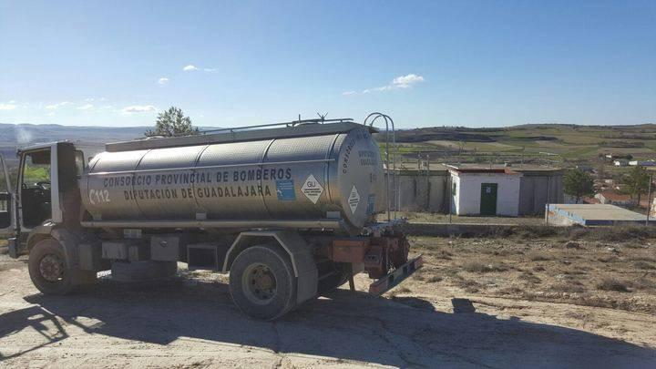 Varios pueblos de la cabecera del Tajo, abastecidos con cisternas ante la falta de agua