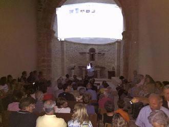 Hinojosa vivió un espectáculo de música, luces e imágenes en su ermita de Santa Catalina