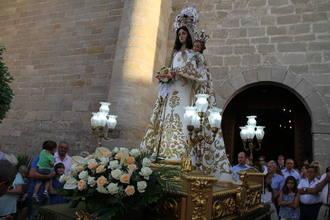 Pareja se prepara para vivir la Fiesta en honor a la Virgen de los Remedios