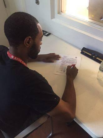El ala pívot americano Julian Lewis firma por el Isover Basket Azuqueca