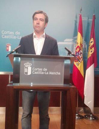"""Robisco denuncia que Page y Podemos """"quieren implantar de tapadillo la ley de sueldos vitalicios y pelotazos urbanísticos"""""""