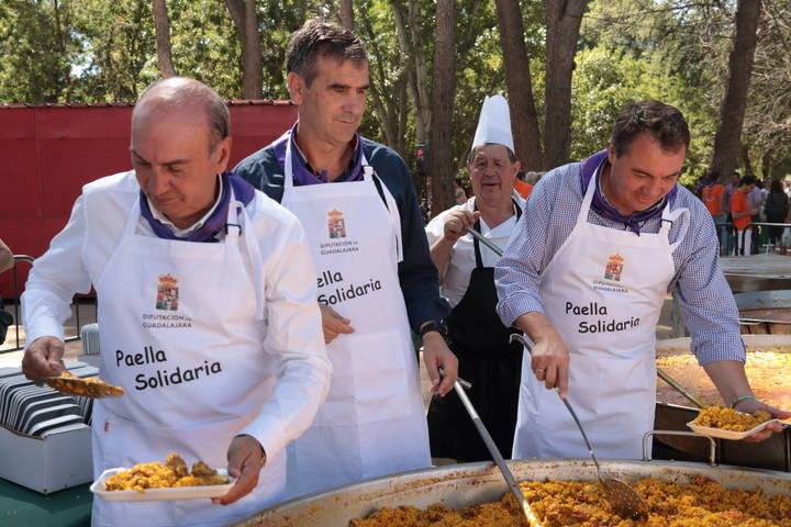La Paella Solidaria de Ferias de Guadalajara a beneficio de AFAUS congrega a más de 4.300 personas