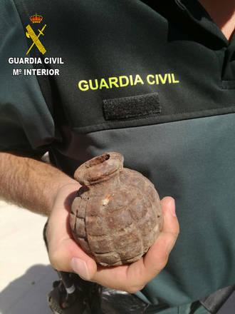 La Guardia Civil recupera una granada de mano en el término municipal de Bujalaro