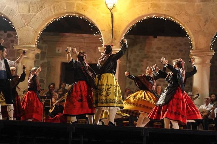 La ciudad de Sigüenza rinde homenaje a la Rondalla Seguntina