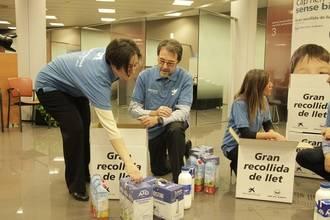"""Obra Social """"la Caixa"""" y FESBAL recogen 5.775 litros de leche para repartirlos por Guadalajara"""