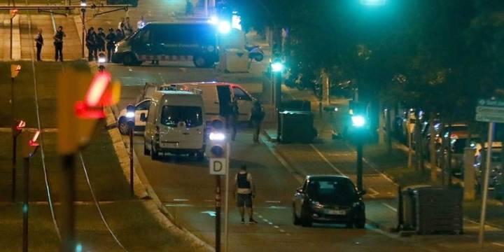 Abaten a 5 terroristas en un nuevo intento de atentado en Cambrils, se busca a Moussa Oukabir como presunto autor del atentado de Barcelona