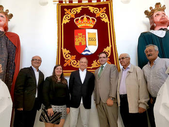 """Prieto felicita a José Luis Perales por su nombramiento como Hijo Predilecto de Castejón y haber conseguido """"ser profeta en su tierra"""""""