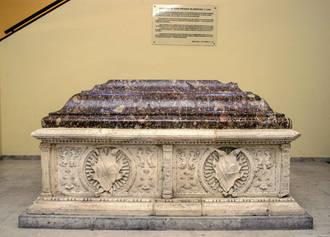 Los sepulcros de las damas mendocinas, detalle monumental de noviembre