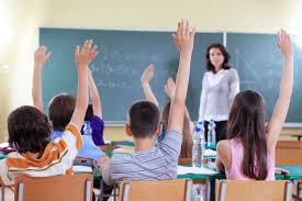 Cartas al Director : Falta de profesores interinos al inicio del curso escolar