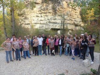 Un grupo de gancheros muestra el antiguo oficio a personas procedentes de diversas provincias de España