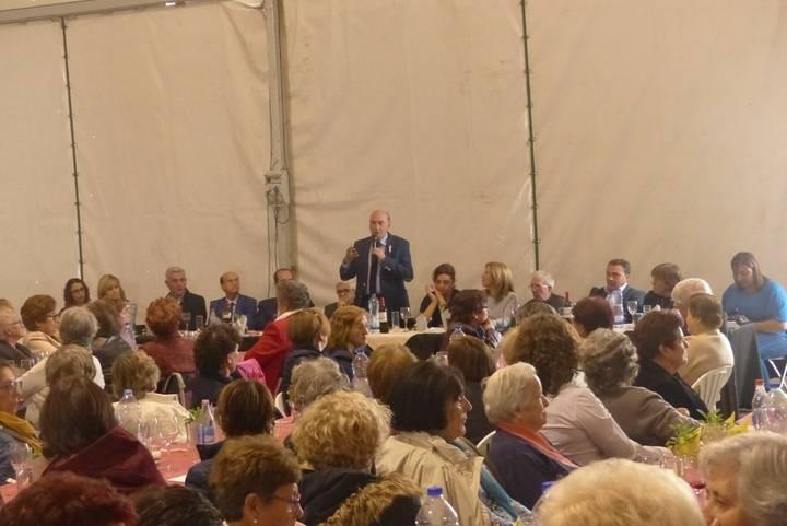 Latre felicita a la Federación de Amas de Casa, que reunió a más de 300 mujeres en Fuentenovilla