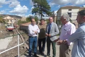 El presidente de la Diputación visita las obras de reparación del colector de Sigüenza