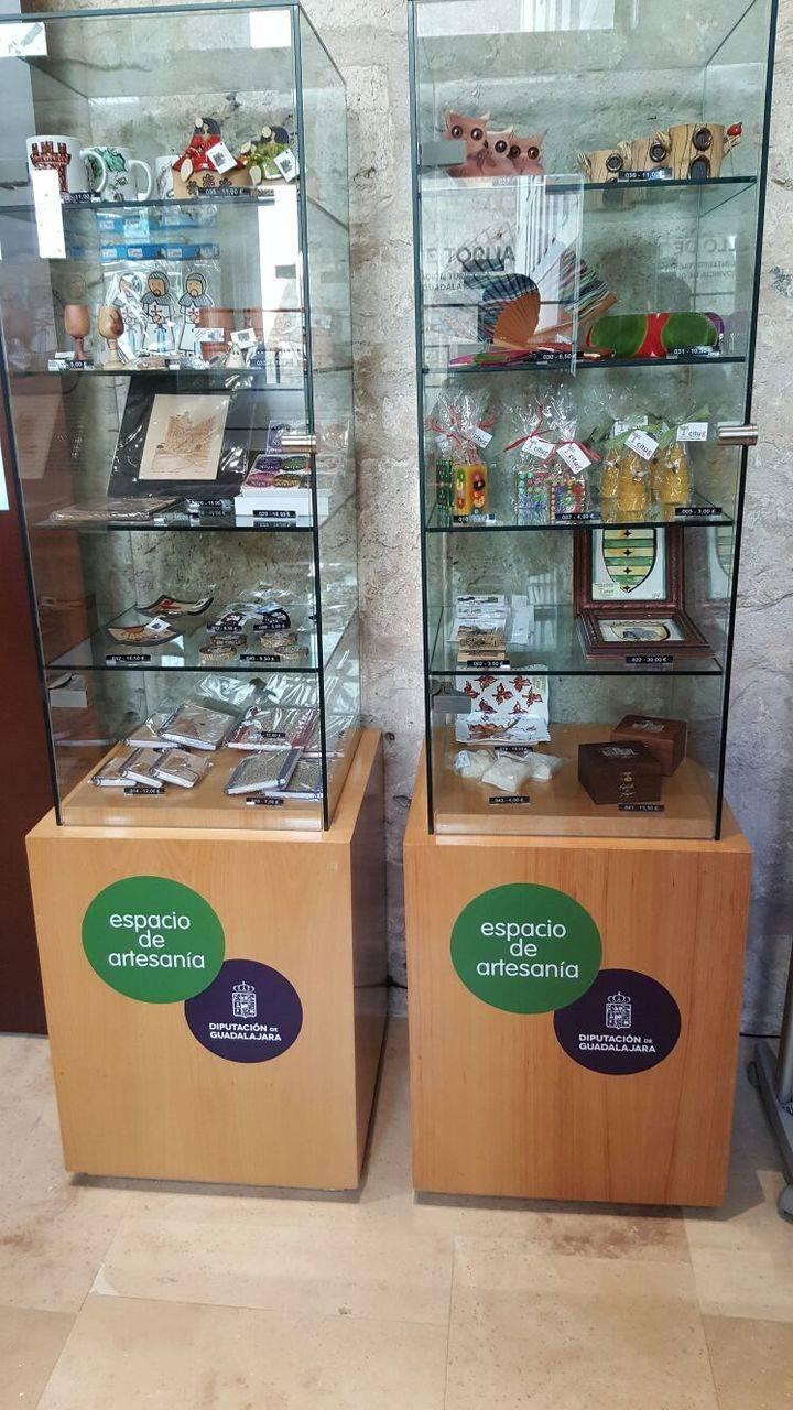 Excelente acogida de los productos artesanos puestos a la venta en el castillo de Torija