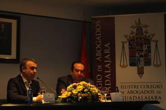 Lorenzo Silva aborda la relación entre derecho y literatura en el Colegio de Abogados de Guadalajara