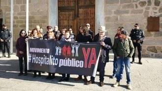 De traca: El diputado podemita por Guadalajara, David Llorente protesta a las puertas de