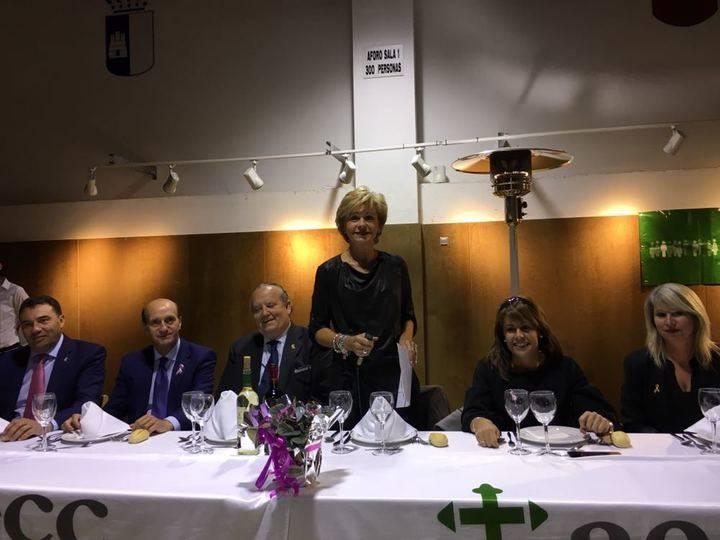 La AECC de El Casar celebró el pasado viernes su tradicional cena benéfica