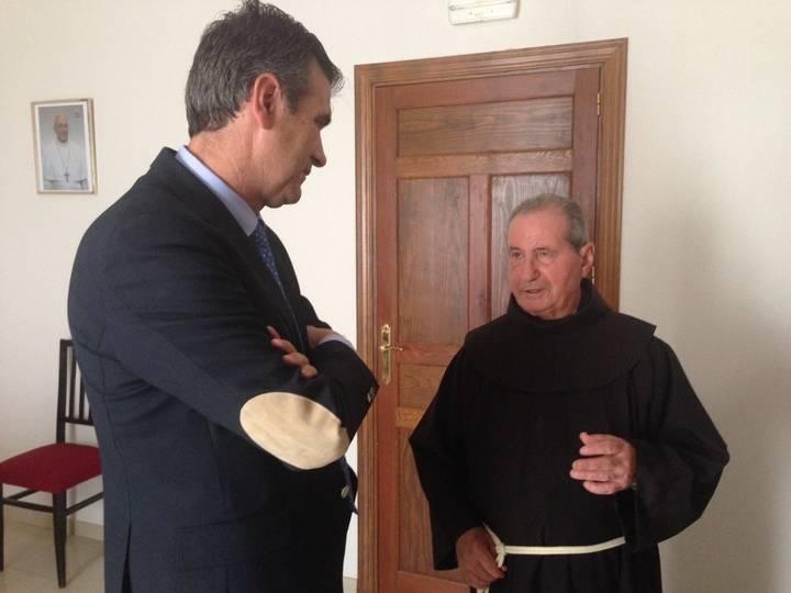 Román se despide, en nombre de la ciudad, de los hermanos franciscanos que dejan Guadalajara
