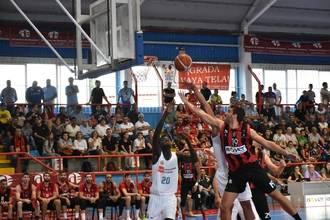 El Isover Basket Azuqueca sigue haciendo historia y firma el mejor arranque de sus siete temporadas en EBA