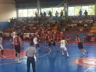 El Isover Basket Azuqueca se pone líder ante más de 500 personas que abarrotaban La Paz