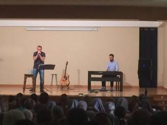 El cantautor católico Nico Montero ofreció un concierto en Adoratrices
