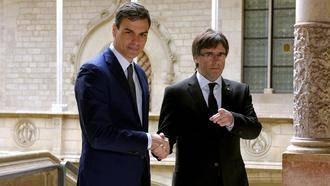 16 históricos socialistas critican que Pedro Sánchez defienda un diálogo con Puigdemont y se lo dejan muy claro por carta