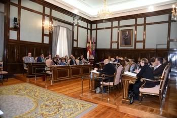 El Pleno de la Diputación aprueba una moción de apoyo a la Policía Nacional y Guardia Civil a propuesta del PP