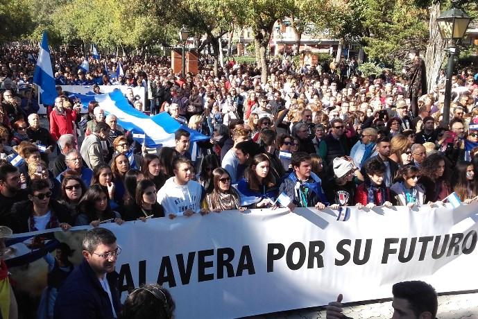 """Más de 30.000 personas se manifiestan al grito de """"España entera escucha a Talavera"""""""