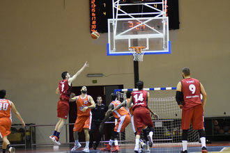 Isover Basket Azuqueca vs Real Madrid B: Duelo en la cumbre en la temporada del 20 aniversario