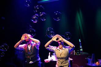'Burbujas' de todo tipo en el Teatro Moderno de Guadalajara