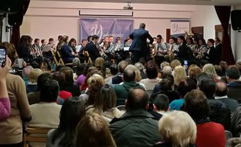 Un Salón de Actos abarrotado disfrutó del concierto de la Banda de Música de Yebra