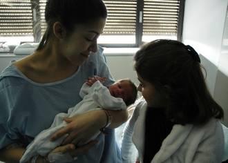 El primer bebé nacido en 2018 en el Hospital de Guadalajara ha sido un niño, llamado Oliver