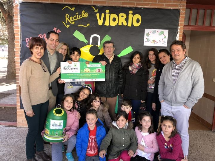 El CEIP Badiel recibe el premio del mes de diciembre de la Liga Peque Recicladores