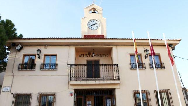 """Lío en el ayuntamiento de Pioz, el alcalde de Ahora Pioz cesa al concejal que """"criticó a su propio Gobierno con un perfil falso"""""""