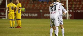 Un enérgico Alba se sale y gana al AD Alcorcón con dos golazos