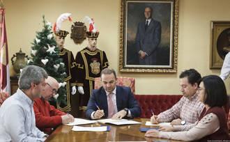 Firmado el acuerdo de colaboración entre el Ayuntamiento y las federaciones de comercio para el canje de cheques regalo de la campaña navideña