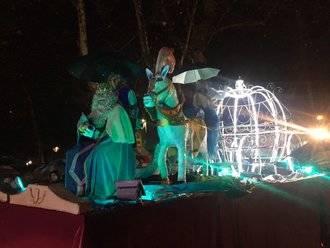 Lloviendo con intensidad llegaron los Reyes Magos a Brihuega