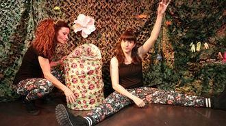 Lleno en la Biblioteca de Alovera con el estreno de 'Burbujas, Alas y Escamas' de Comando Teatral