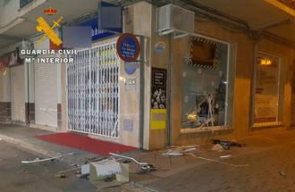 Detenidos tres butroneros tras robar en una tienda de informática de La Roda