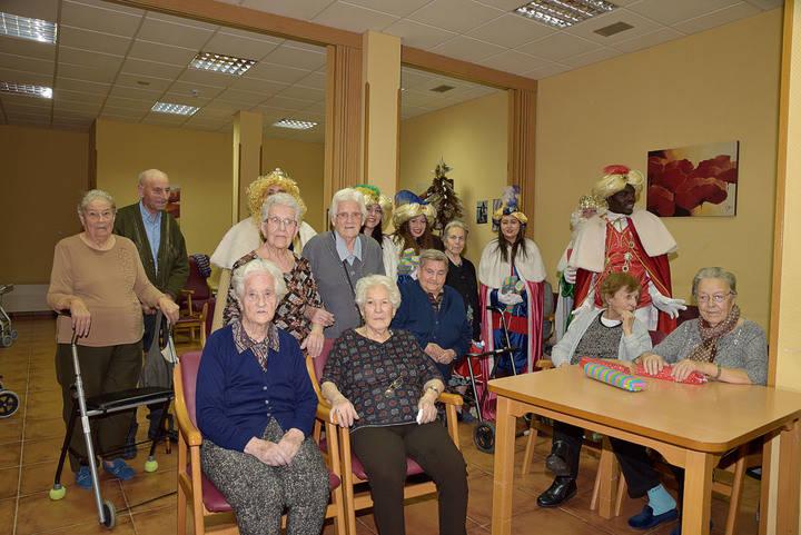 Los Reyes Magos recibieron a todos los niños de Pastrana en el Palacio Ducal