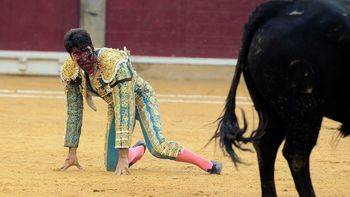 Cayetano Rivera sufre una grave cogida en la Feria del Pilar de Zaragoza