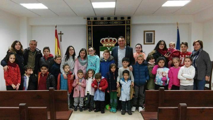 Los escolares de Yebra conocieron el funcionamiento de su Ayuntamiento en el XXXIX aniversario de la Constitución