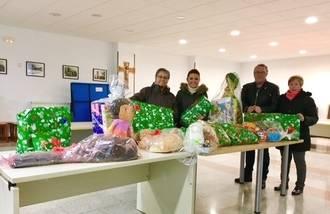 El PP de Villanueva entrega a Cáritas lo conseguido en los 'Populares Solidarios'